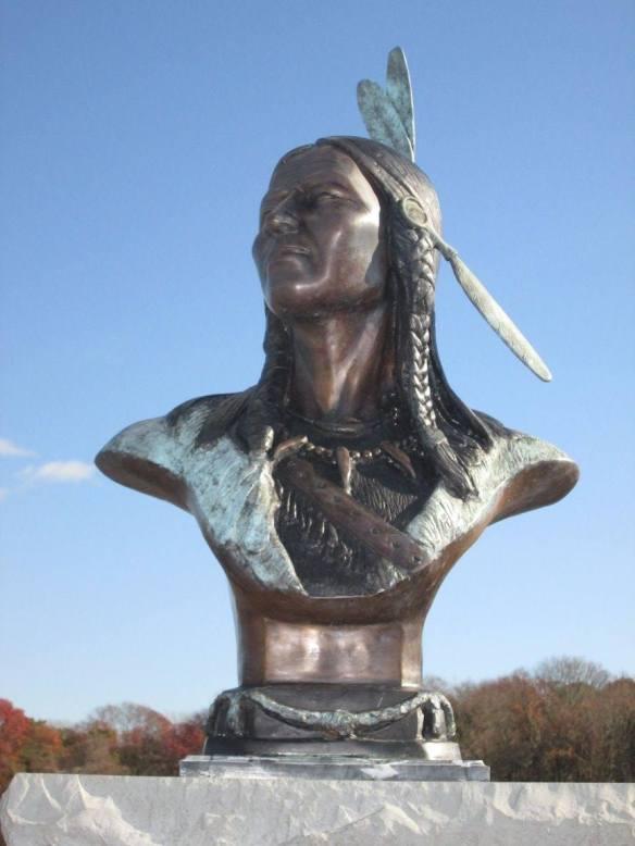 raider-statue